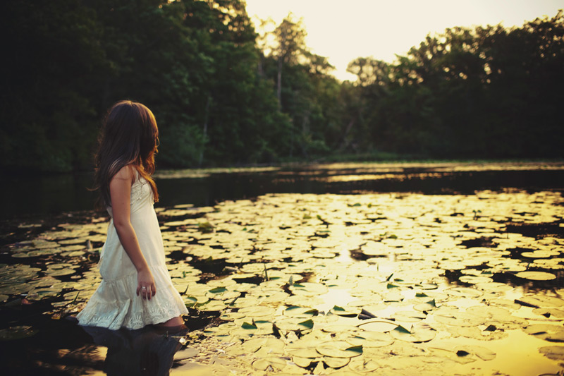 Artsy Vintage Senior Girl Portrait Pictures at a lake