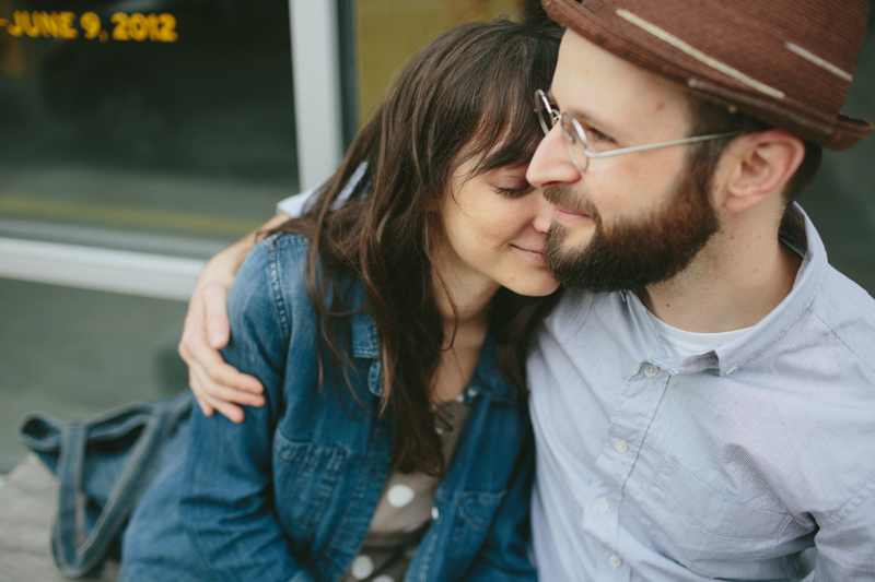 Pose Ideas for an Artsy Engagement Photo Shoot